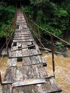 acertijo del puente y las mujeres